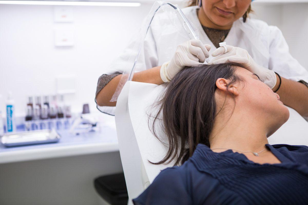 Dermopigmentation capillaire tatouage trichopigmentation contre le dégarnissement des cheveux