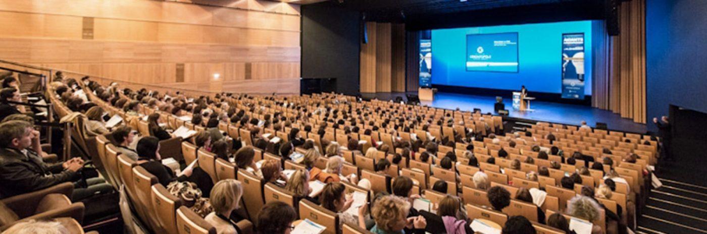Conférence donnée par le Docteur Bouhanna en enseignement à l'universite de Paris pour le diplome de chirurgie du cuir chevelu